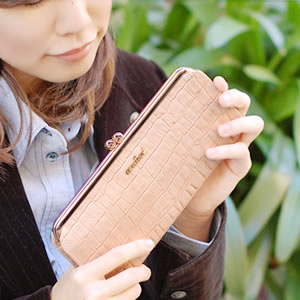 【ancheri(アンシェリ)】クロコ型押しがま口長財布