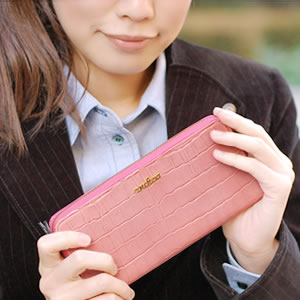 【ancheri(アンシェリ)】クロコ型押しラウンドファスナー長財布