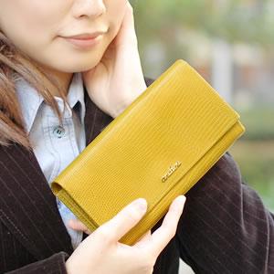 【ancheri(アンシェリ)】リザード型押し被せフラップ長財布
